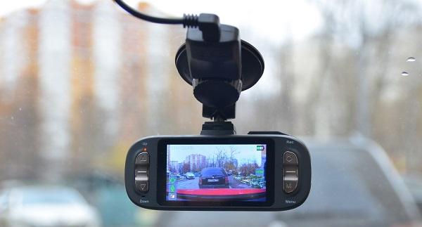 Видеорегистраторы в зеркале заднего вида – удобное совмещение