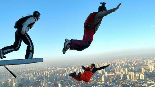 Бейсджампинг – это вариация скайдавинга или парашютного спорта