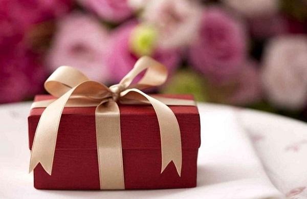 Как правильно принимать подарки?