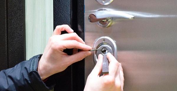 Что такое аварийное вскрытие двери и когда оно необходимо?